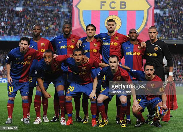 Barcelona team line up prior to the UEFA Champions League Semi Final First Leg match between Barcelona and Chelsea at the Nou Camp Stadium on April...