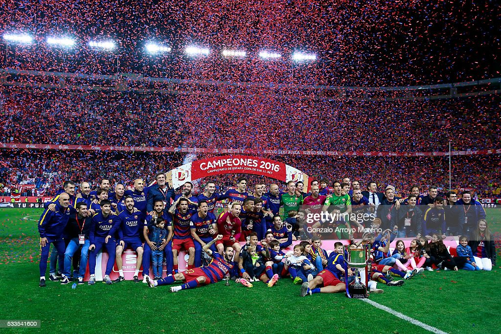 FC Barcelona team pose with the trophy after winning the Copa del Rey Final match between FC Barcelona and Sevilla FC at Vicente Calderon Stadium on May 22, 2016 in Madrid, Spain.