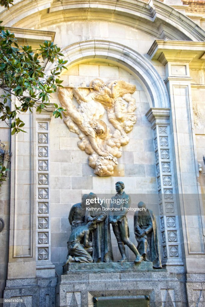 Barcelona- The Brave in a Monument to Martyrs of Independence : Stock-Foto