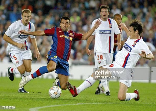 Barcelona's Anderson Luis de Souza vies with Olympique Lyonnais' Mathieu Bodmer and Sebastien Squillaci 19 September 2007 during their Champions...
