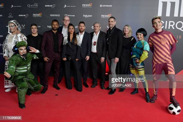 Barcelona's Argentine forward Lionel Messi and his wife Antonella Roccuzzo pose with Director Mukhtar Omar Sharif Mukhtar and other Cirque du Soleil...