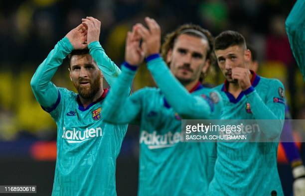 Barcelona's Argentine forward Lionel Messi applauds with Barcelona's French forward Antoine Griezmann and Barcelona's French defender Clement Lenglet...