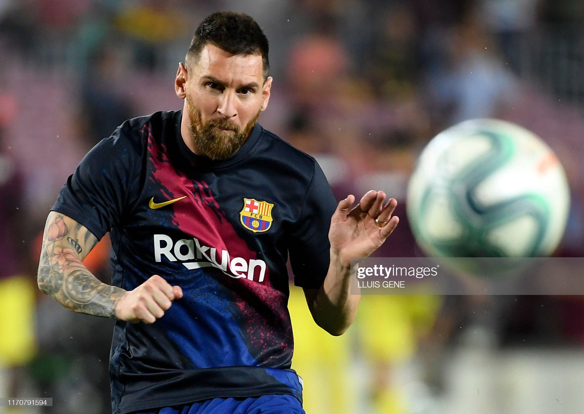 صور مباراة : برشلونة - فياريال 2-1 ( 24-09-2019 )  Barcelonas-argentine-forward-lionel-messi-eyes-the-ball-as-he-warms-picture-id1170791594?s=2048x2048