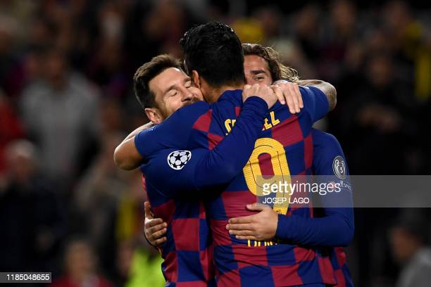 Barcelona's Argentine forward Lionel Messi is congratulated by teammates Barcelona's French forward Antoine Griezmann and Barcelona's Uruguayan...