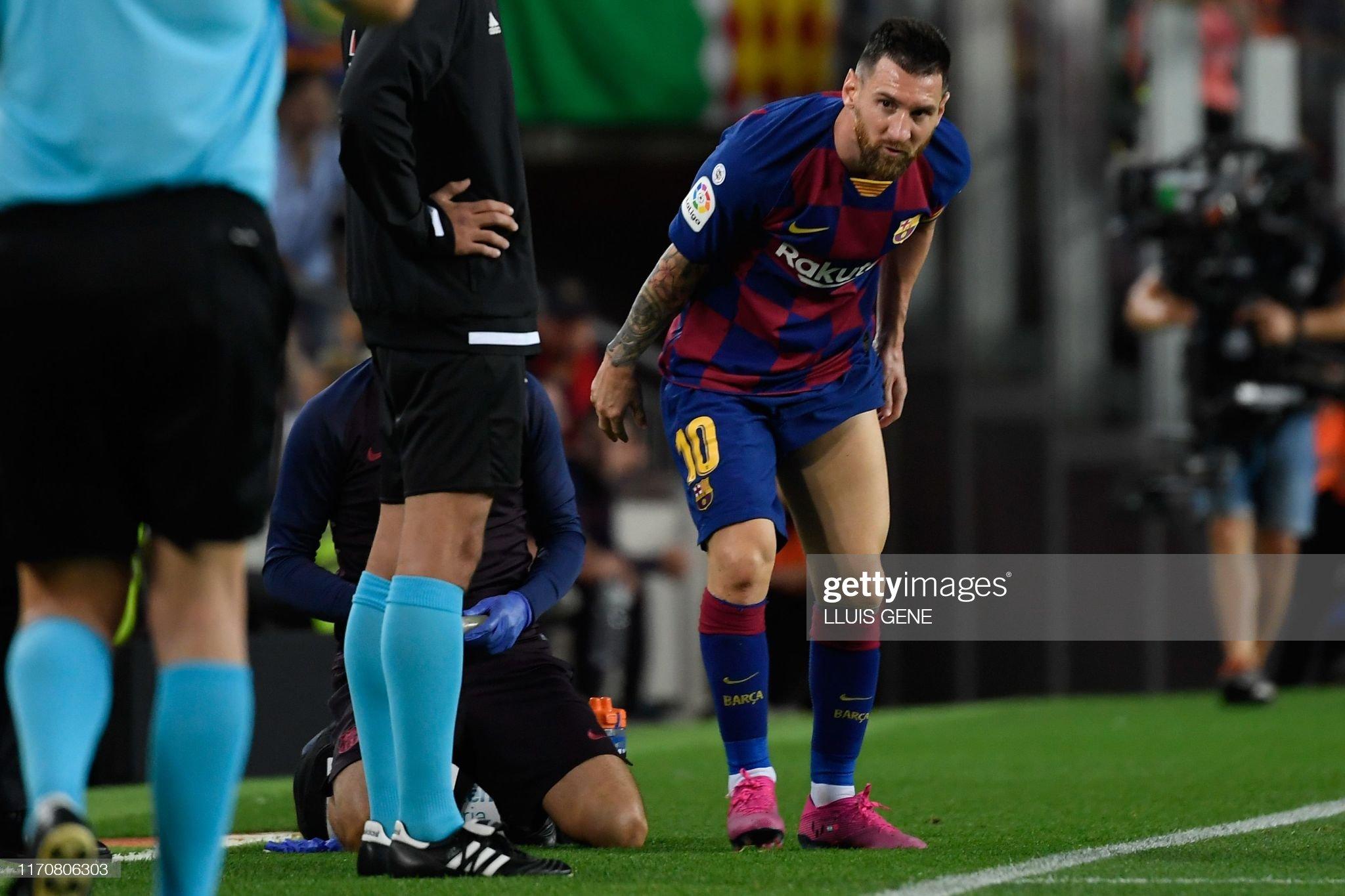 صور مباراة : برشلونة - فياريال 2-1 ( 24-09-2019 )  Barcelonas-argentine-forward-lionel-messi-reacts-after-being-treated-picture-id1170806303?s=2048x2048