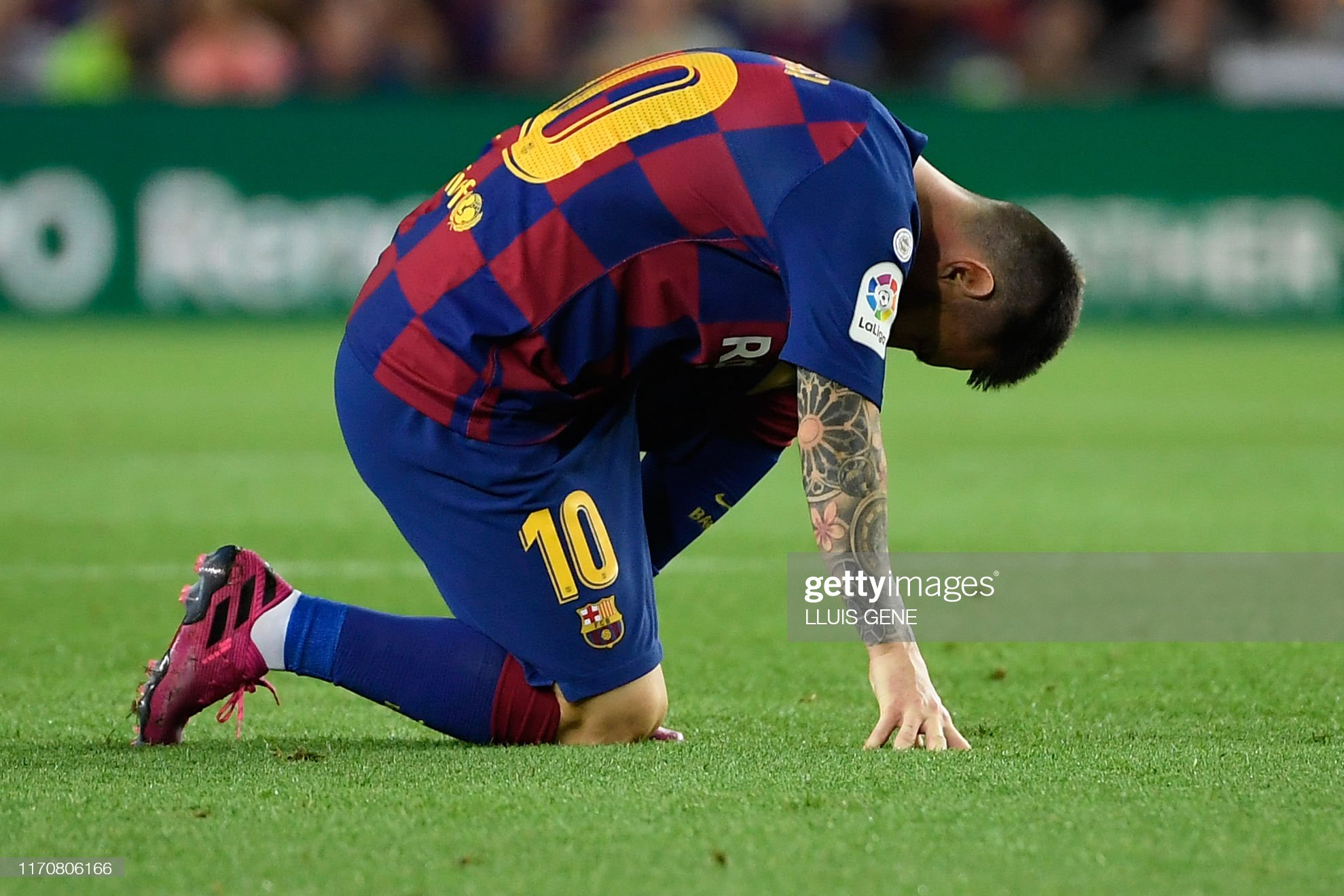 صور مباراة : برشلونة - فياريال 2-1 ( 24-09-2019 )  Barcelonas-argentine-forward-lionel-messi-reacts-on-the-ground-during-picture-id1170806166?s=2048x2048