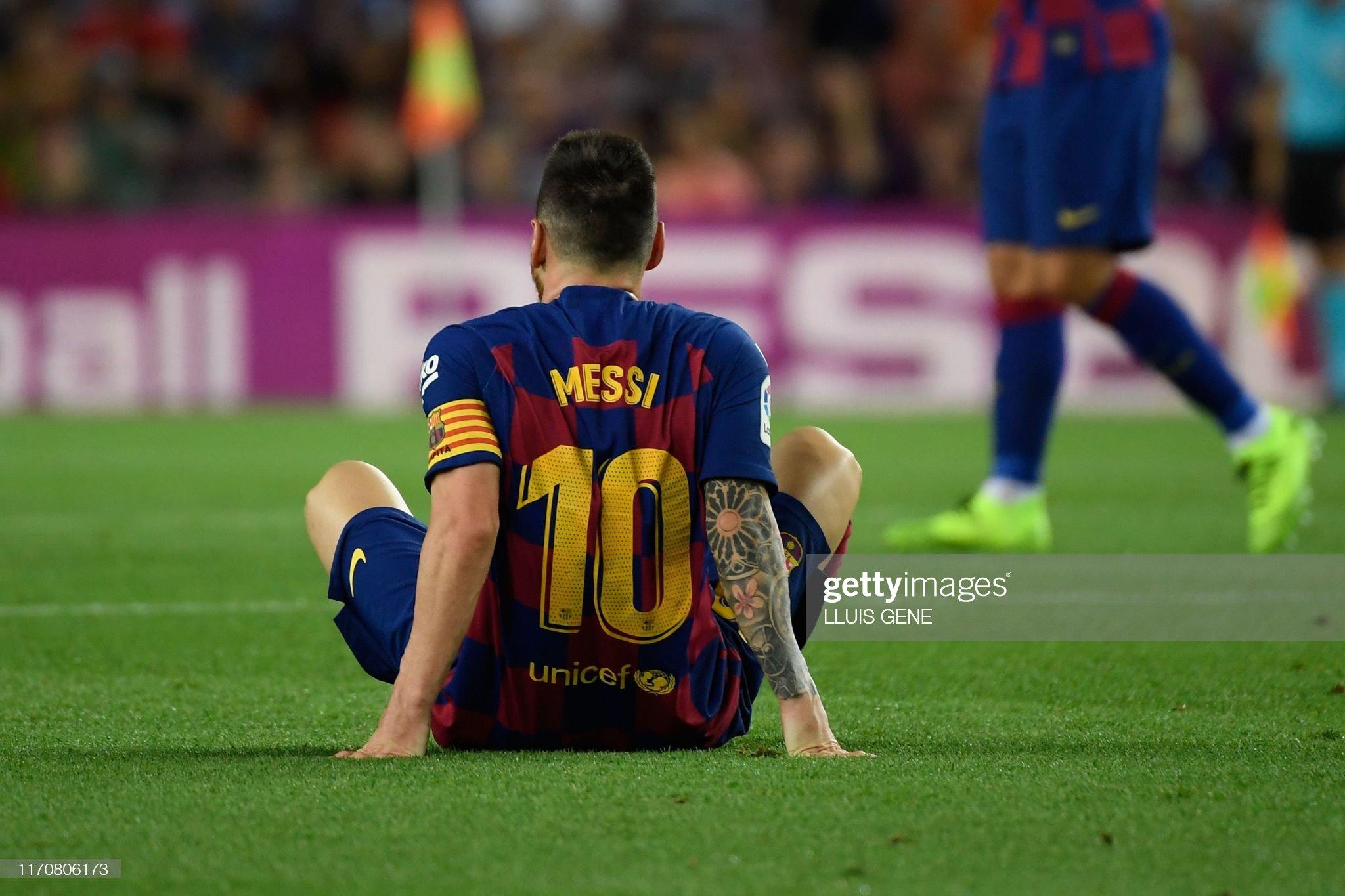 صور مباراة : برشلونة - فياريال 2-1 ( 24-09-2019 )  Barcelonas-argentine-forward-lionel-messi-reacts-on-the-ground-during-picture-id1170806173?s=2048x2048