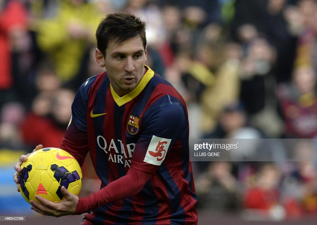 Barcelona's Argentinian forward Lionel Messi celebrates after scoring a penalty kick during the Spanish league football match FC Barcelona vs Valencia CF at the Camp Nou stadium in Barcelona on February 1, 2014. AFP PHOTO/ LLUIS GENE / AFP PHOTO / Lluis GENE
