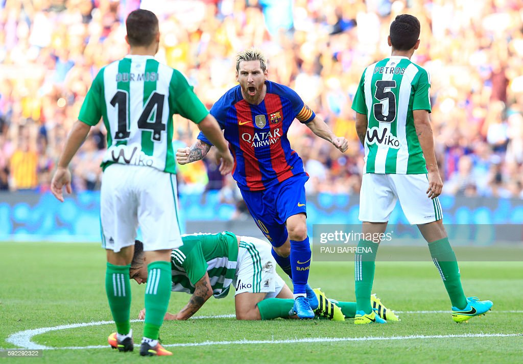 TOPSHOT - Barcelona's Argentinian forward Lionel Messi celebrates after scoring during the Spanish league football match FC Barcelona vs Real Betis Balompie at the Camp Nou stadium in Barcelona on August 20, 2016. / AFP / PAU