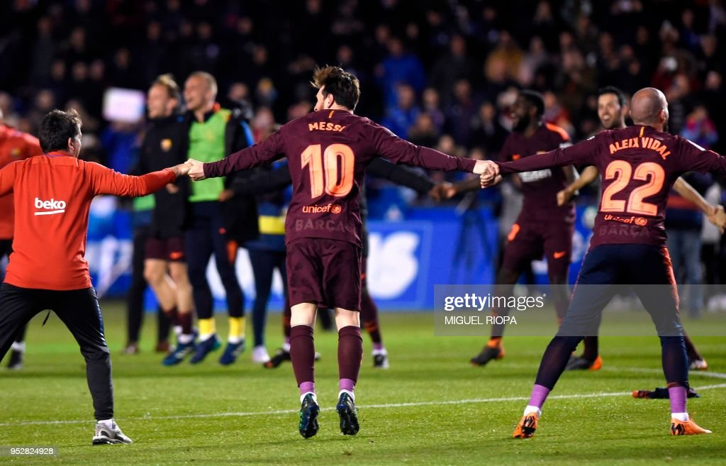 TOPSHOT-FBL-ESP-LIGA-DEPORTIVO-BARCELONA : News Photo