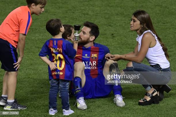 Barcelona's Argentinian forward Lionel Messi looks at his sons past his wife Antonella Roccuzzo at the end of the Spanish Copa del Rey final football...