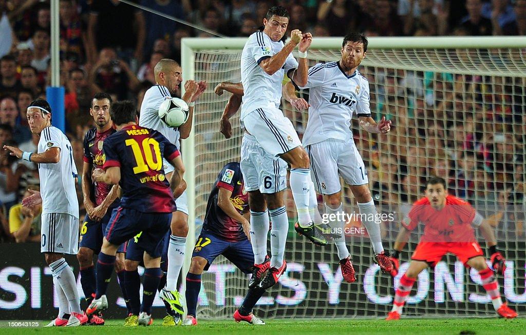 FBL-ESP-SUPERCUP-BARCELONA-REAL MADRID : News Photo