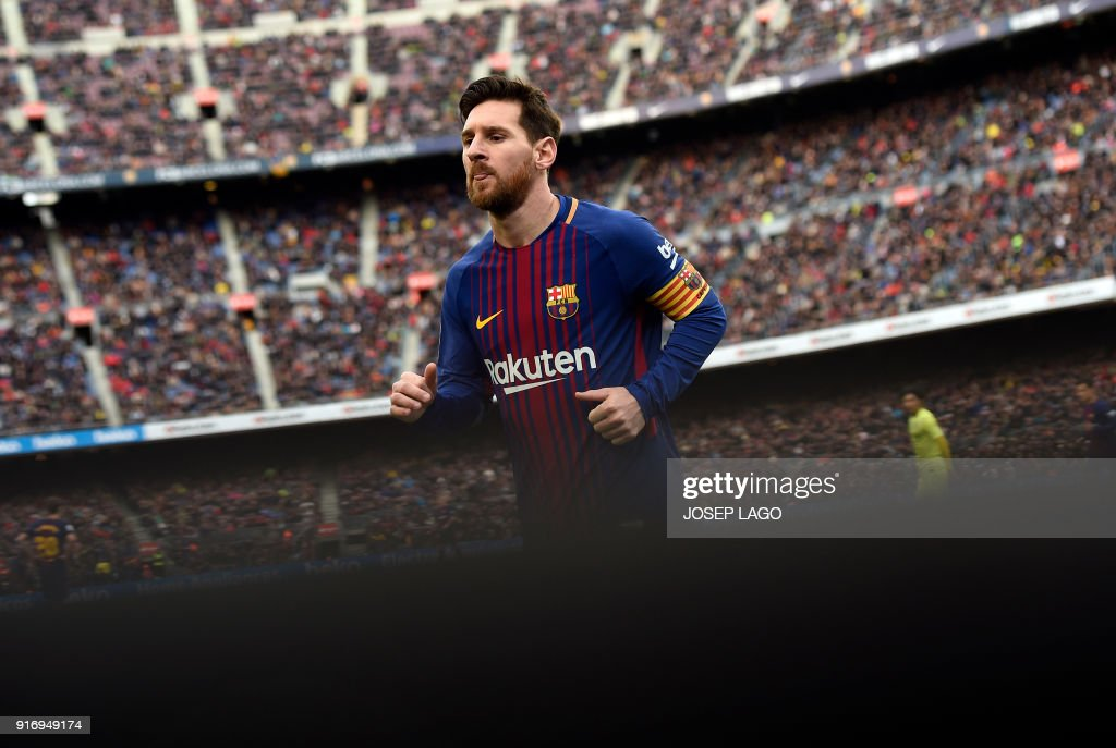 Barcelona's Argentinian forward Lionel Messi runs during the Spanish league football match between FC Barcelona and Getafe CF at the Camp Nou stadium in Barcelona on February 11, 2018. / AFP PHOTO / Josep LAGO
