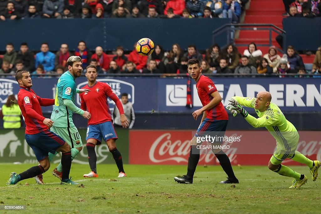 Barcelona's Argentinian forward Lionel Messi (2L) scores during the Spanish league football match CA Osasuna vs FC Barcelona at the Reyno de Navarra (El Sadar) stadium in Pamplona on December 10, 2016. / AFP / CESAR