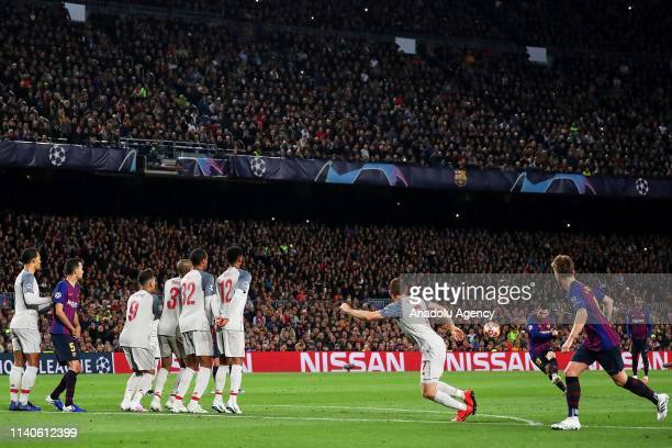 Barcelona's Argentinian forward Lionel Messi takes a freekick and scores his 600 goal with FC Barcelona during semi finals of UEFA Champions League...