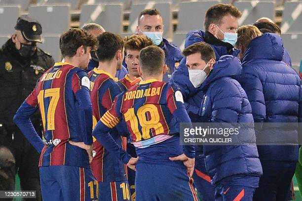 Barcelona's Argentinian forward Lionel Messi talks with teammates before the extra time of the Spanish Super Cup semi final football match between...