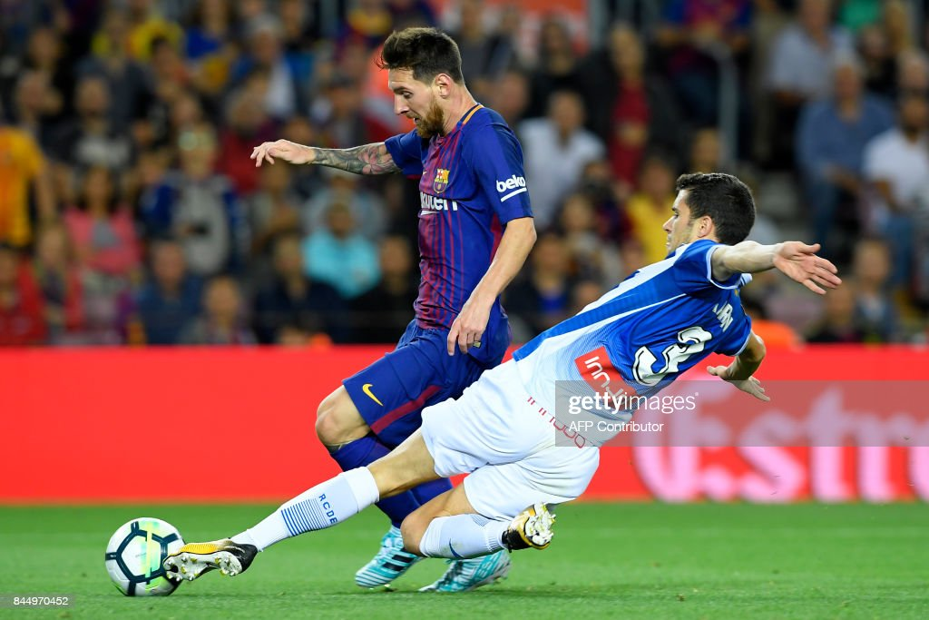 Barcelona's Argentinian forward Lionel Messi (L) vies for the ball with Espanyol's defender Aron Martin during the Spanish Liga football match Barcelona vs Espanyol at the Camp Nou stadium in Barcelona on September 9, 2017. /