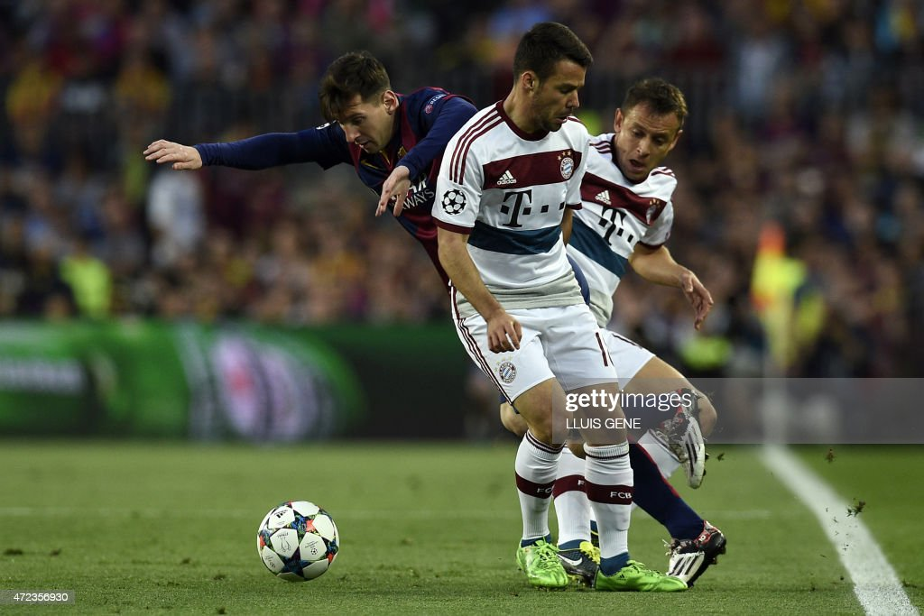 Barcelona's Argentinian forward Lionel Messi (L) vies with Bayern Munich's Spanish defender Juan Bernat (C) and Bayern Munich's Brazilian defender Rafinha (R) during the UEFA Champions League football match FC Barcelona vs FC Bayern Muenchen at the Camp Nou stadium in Barcelona on May 6, 2015.