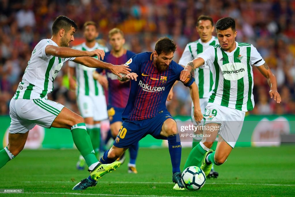 Barcelona's Argentinian forward Lionel Messi (C) vies with Betis' forward Alex Alegria (L) and Betis's Colombian forward Juan Narvaez during the Spanish league footbal match FC Barcelona vs Real Betis at the Camp Nou stadium in Barcelona on August 20, 2017. /