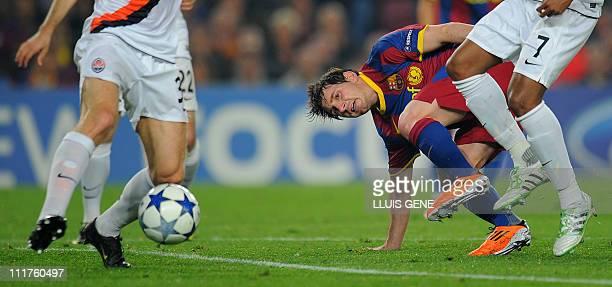 Barcelona's Argentinian forward Lionel Messi vies with Shakhtar Donetsk's defender Ishchenko Mykola and Shakhtar Donetsk's Brazilian midfielder...
