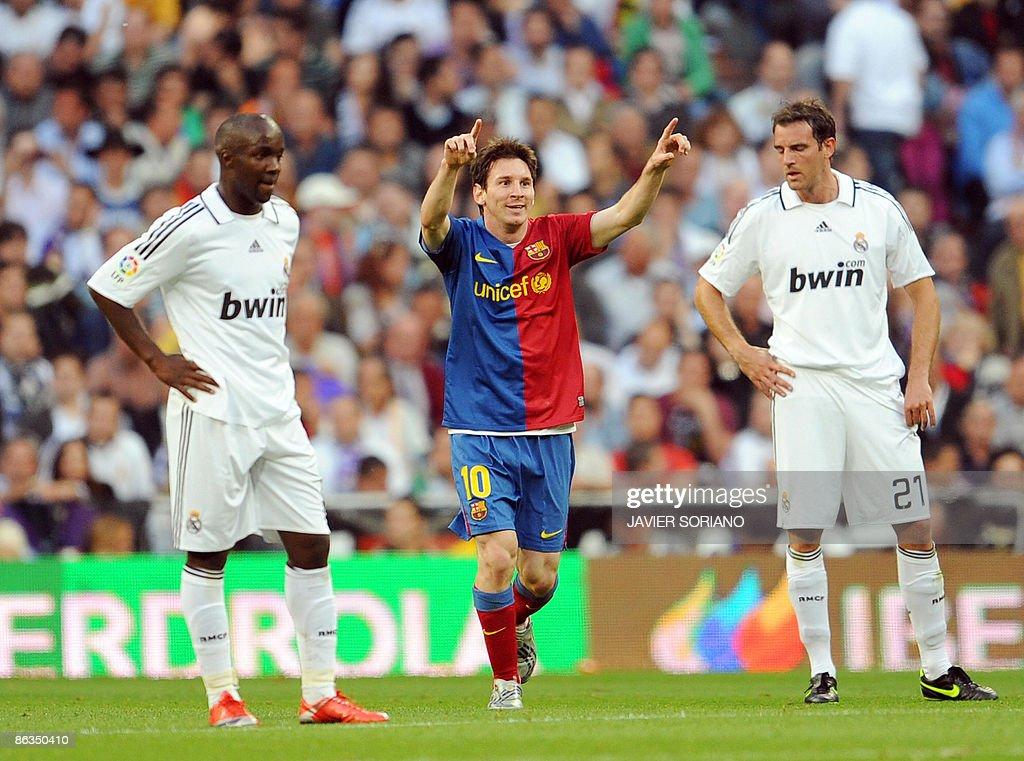 Barcelona's Argentinian Lionel Messi (C) : News Photo