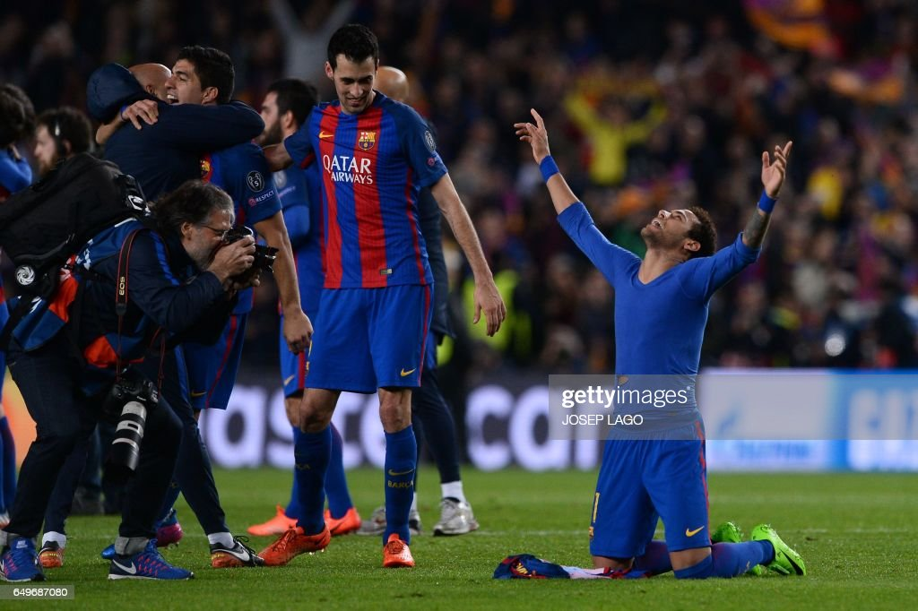 TOPSHOT - Barcelona's Brazilian forward Neymar (R) celebrates their 6-1 victory at the end of the UEFA Champions League round of 16 second leg football match FC Barcelona vs Paris Saint-Germain FC at the Camp Nou stadium in Barcelona on March 8, 2017. / AFP PHOTO / Josep Lago