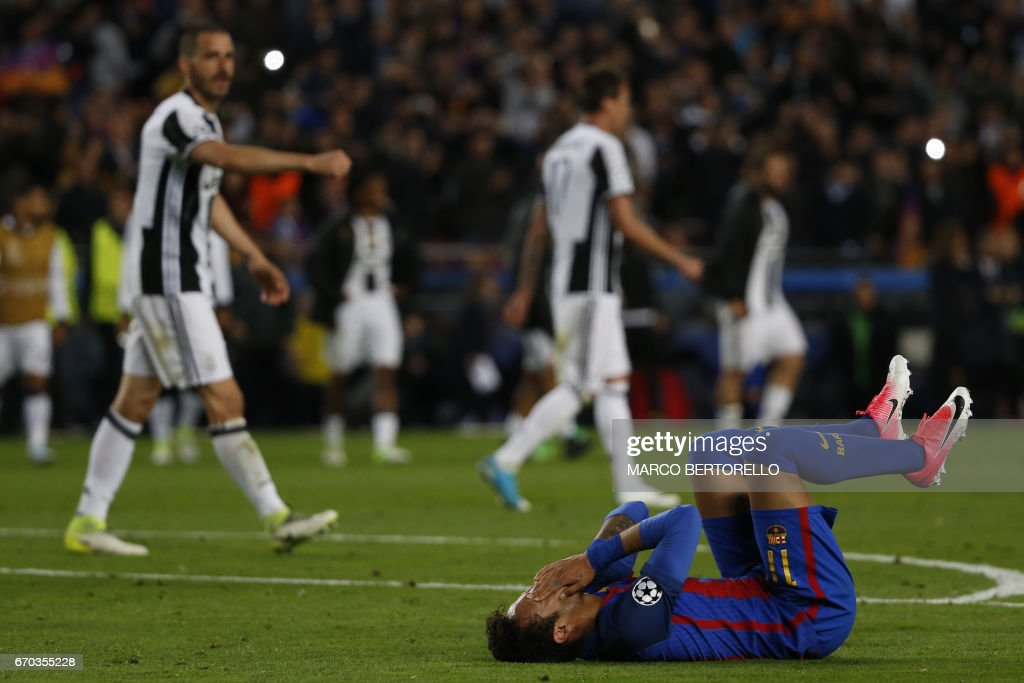TOPSHOT - Barcelona's Brazilian forward Neymar lies on the field on the field during the UEFA Champions League quarter-final second leg football match FC Barcelona vs Juventus at the Camp Nou stadium in Barcelona on April 19, 2017. / AFP PHOTO / Marco BERTORELLO