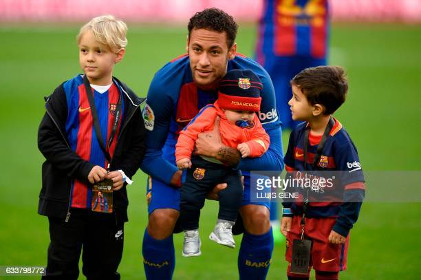 TOPSHOT Barcelona's Brazilian forward Neymar poses with his son and other children before the Spanish league football match FC Barcelona vs Athletic...