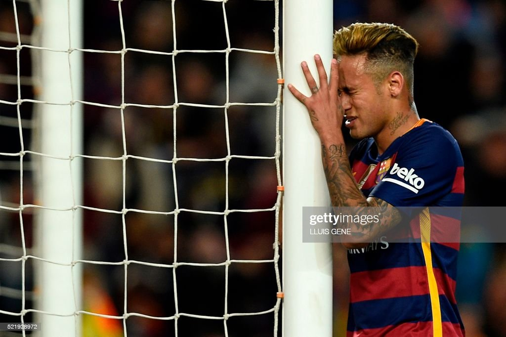 TOPSHOT - Barcelona's Brazilian forward Neymar puts his head against the goal post during the Spanish league football match FC Barcelona vs Valencia CF at the Camp Nou stadium in Barcelona on April 17, 2016. /