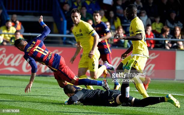 Barcelona's Brazilian forward Neymar vies with Barcelona's Brazilian forward Neymar during the Spanish league football match Villarreal CF vs FC...