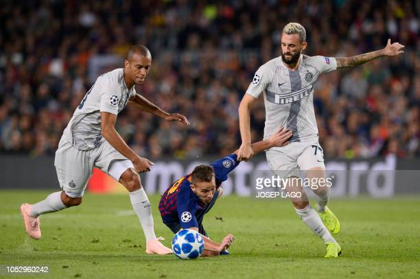 Barcelona's Brazilian midfielder Arthur vies for the ball with Inter Milan's Croatian midfielder Marcelo Brozovic and Inter Milan's Brazilian...