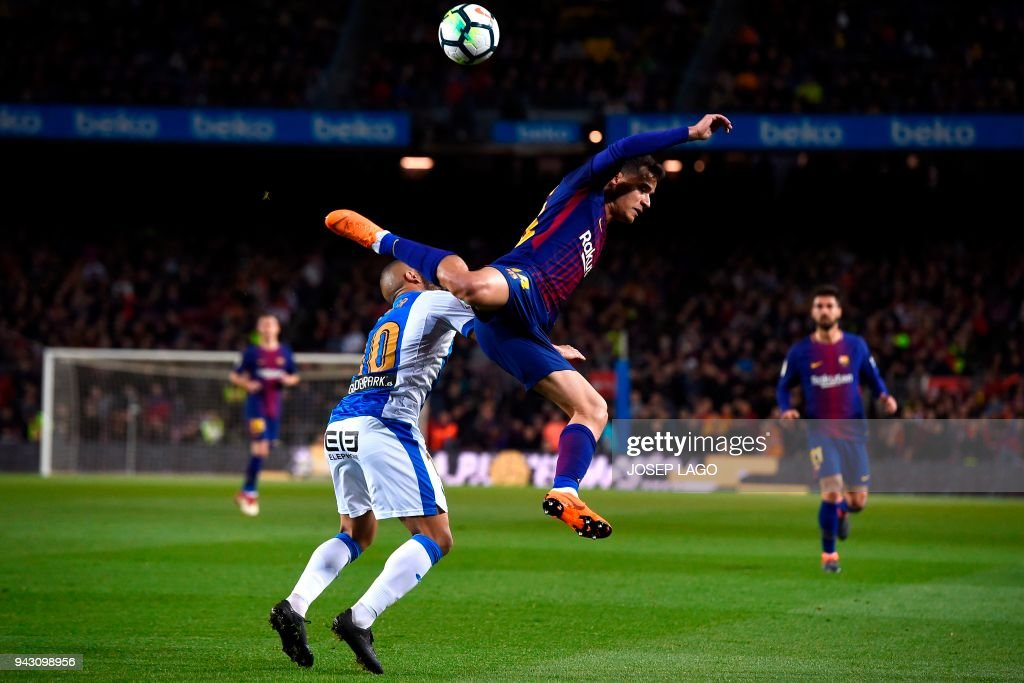 Barcelona's Brazilian midfielder Philippe Coutinho (R) challenges Leganes' Moroccan forward Nabil El Zhar during the Spanish league football match between Barcelona and Leganes at the Camp Nou stadium in Barcelona on April 7, 2018. / AFP PHOTO / Josep LAGO