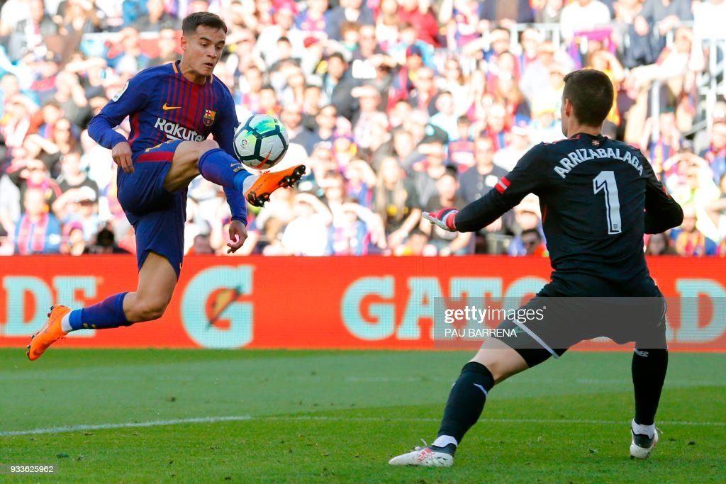 Barcelona's Brazilian midfielder Philippe Coutinho (L) vies with Athletic Bilbao's Spanish goalkeeper Kepa Arrizabalaga Revuelta during the Spanish League football match between FC Barcelona and Athletic Club Bilbao at the Camp Nou stadium in Barcelona on March 18, 2018. / AFP PHOTO / Pau Barrena