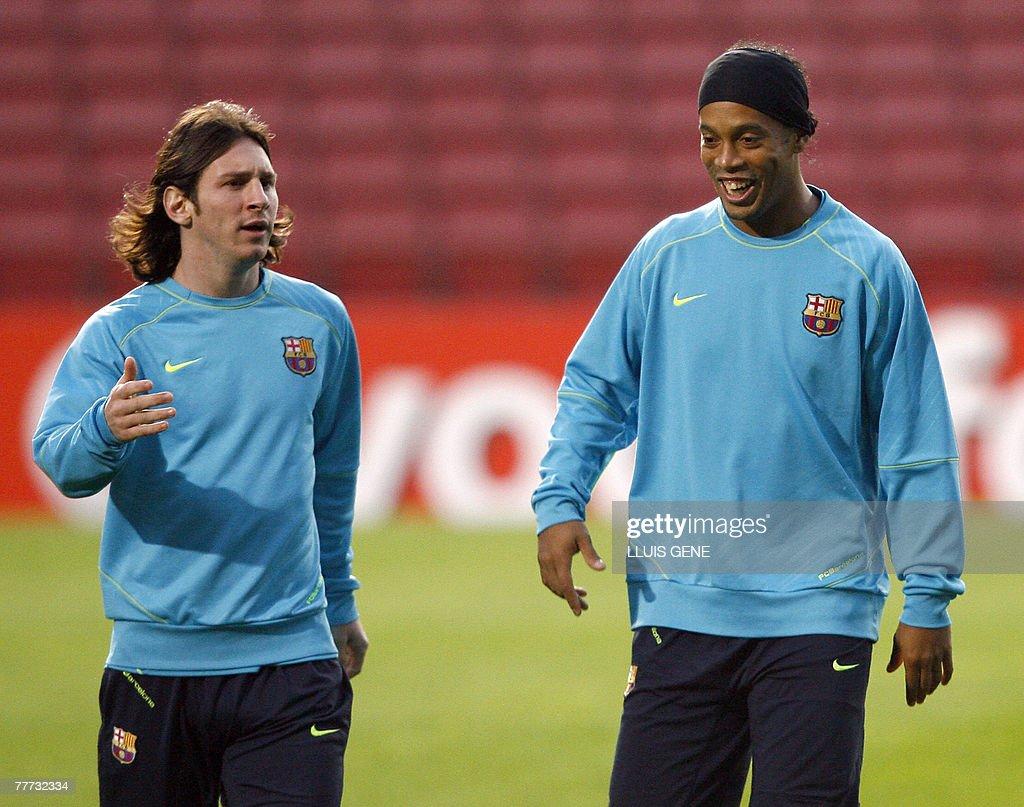 Barcelona's Brazilian midfielder Ronaldi : News Photo