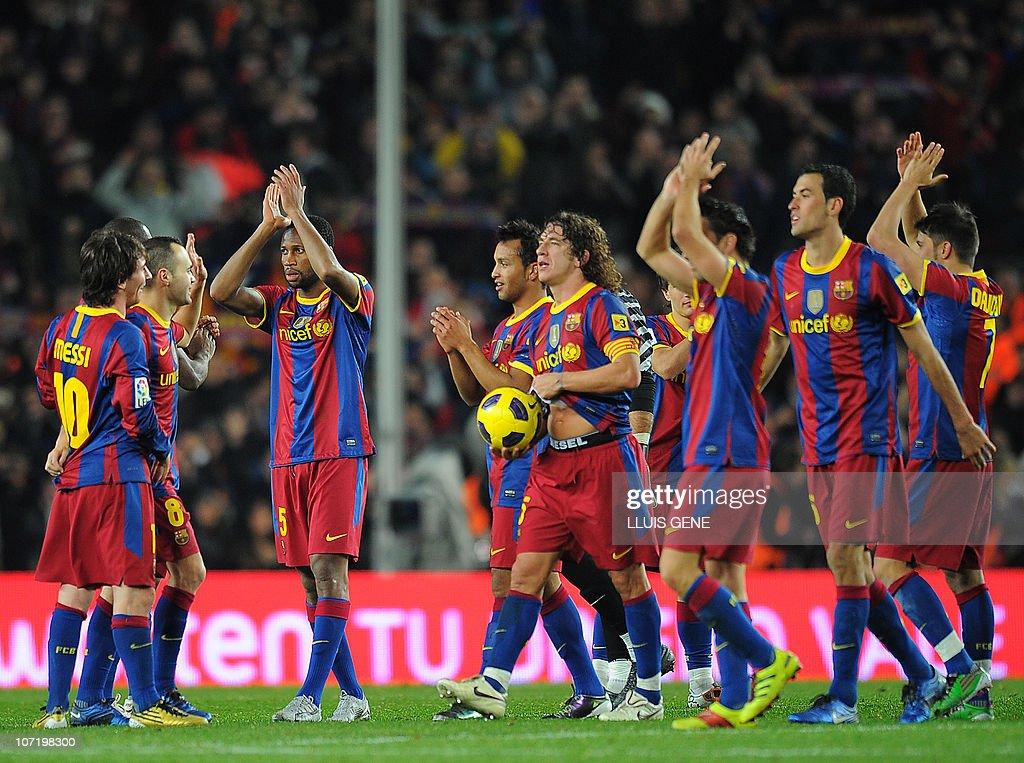 Barcelona's captain Carles Puyol (C) cel : News Photo