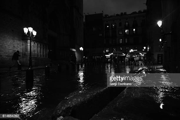 barcelona's cathedral of the sea - film noir style stock pictures, royalty-free photos & images