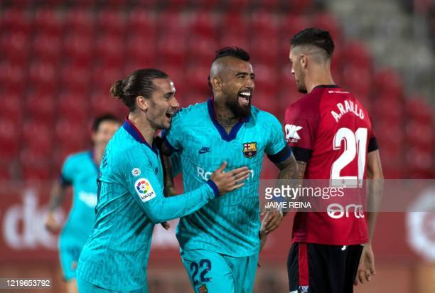 Barcelona's Chilean midfielder Arturo Vidal celebrates with Barcelona's French forward Antoine Griezmann after scoring a goal during the Spanish...