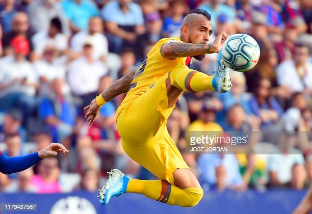 TOPSHOT Barcelona's Chilean midfielder Arturo Vidal controls the ball during the Spanish League football match between Levante UD and FC Barcelona at...