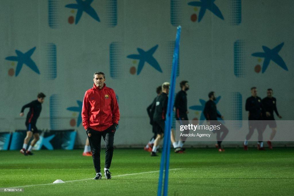 FC Barcelona training session at Joan Gamper sports center : ニュース写真
