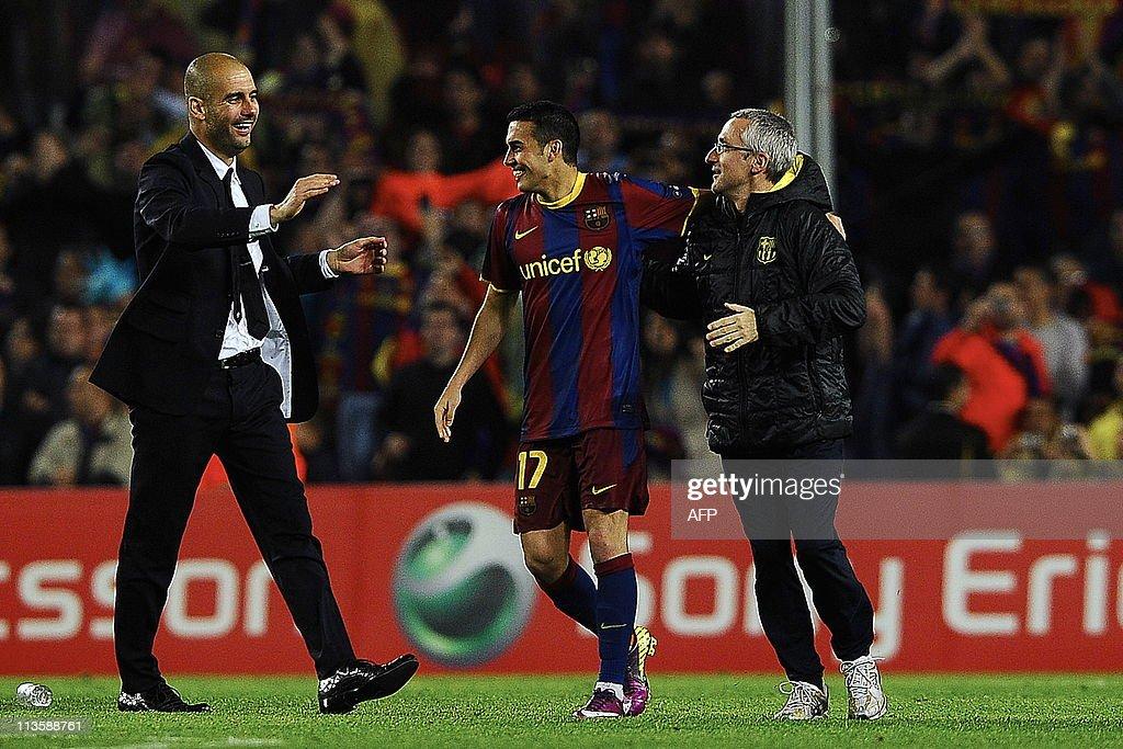 Barcelona's coach Josep Guardiola (L) an : News Photo