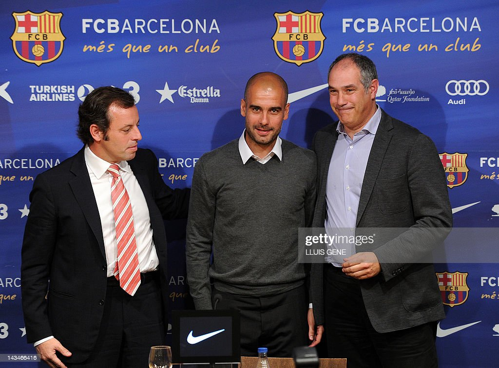 Barcelona's coach Josep Guardiola (C), B : News Photo
