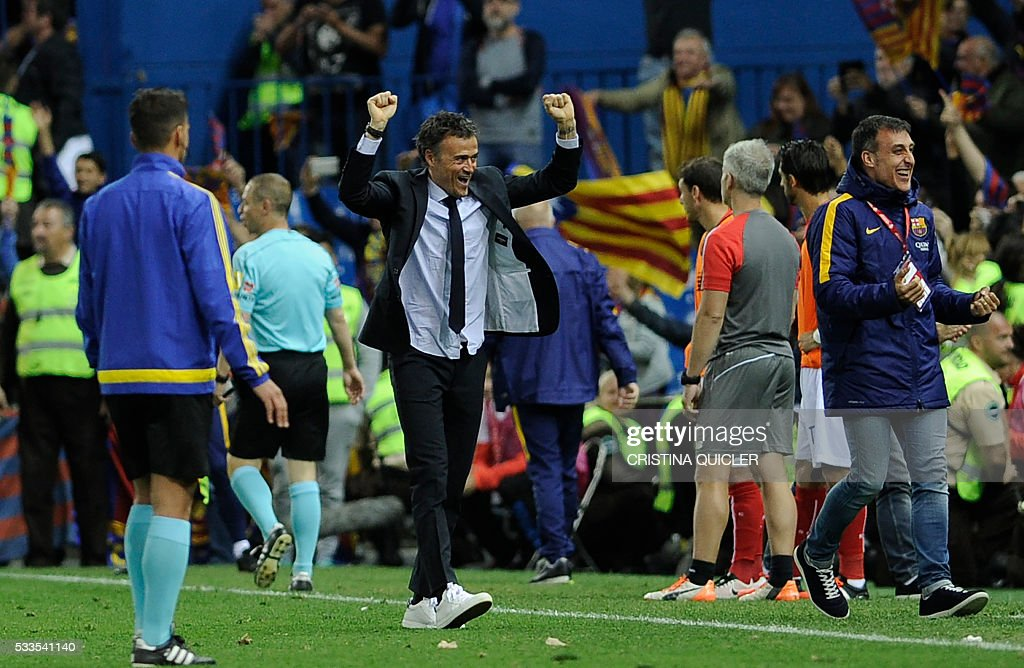 Barcelona's coach Luis Enrique (C) celebrates after winning the Spanish 'Copa del Rey' (King's Cup) final match FC Barcelona vs Sevilla FC at the Vicente Calderon stadium in Madrid on May 22, 2016. / AFP / CRISTINA