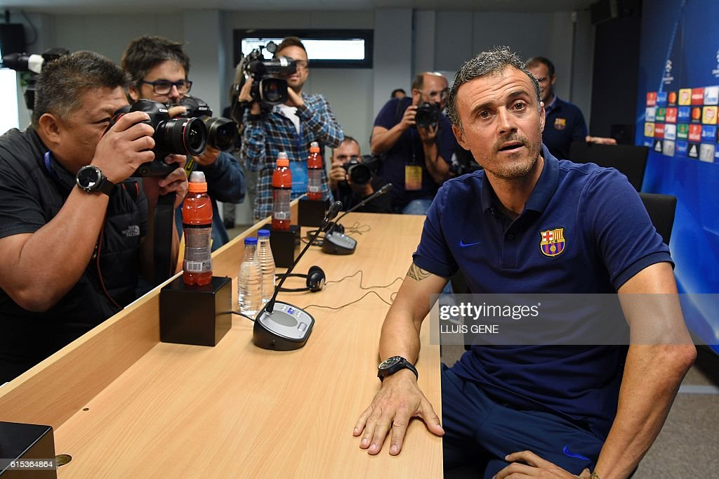Barcelona's coach Luis Enrique poses as he arrives for a press conference at the Sports Center FC Barcelona Joan Gamper in Sant Joan Despi, near Barcelona on October 18, 2016, on the eve of the UEFA Champions League football match FC Barcelona vs Manchester City. / AFP / LLUIS