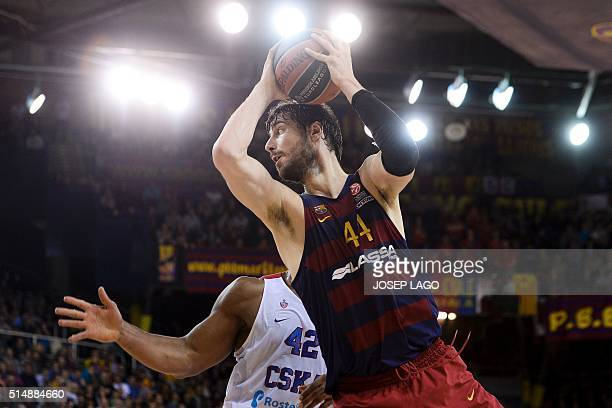 Barcelona's Croatian center Ante Tomic vies with CSKA Moscow's US forward Kyle Hines during the Euroleague group F top 16 round 10 basketball match...