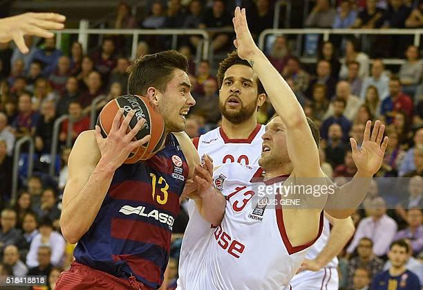 Barcelona's Czech guard Tomas Satoransky vies with Brose's Latvian guard Janis Strelnieks during the Euroleague group E top 16 round 13 basketball...