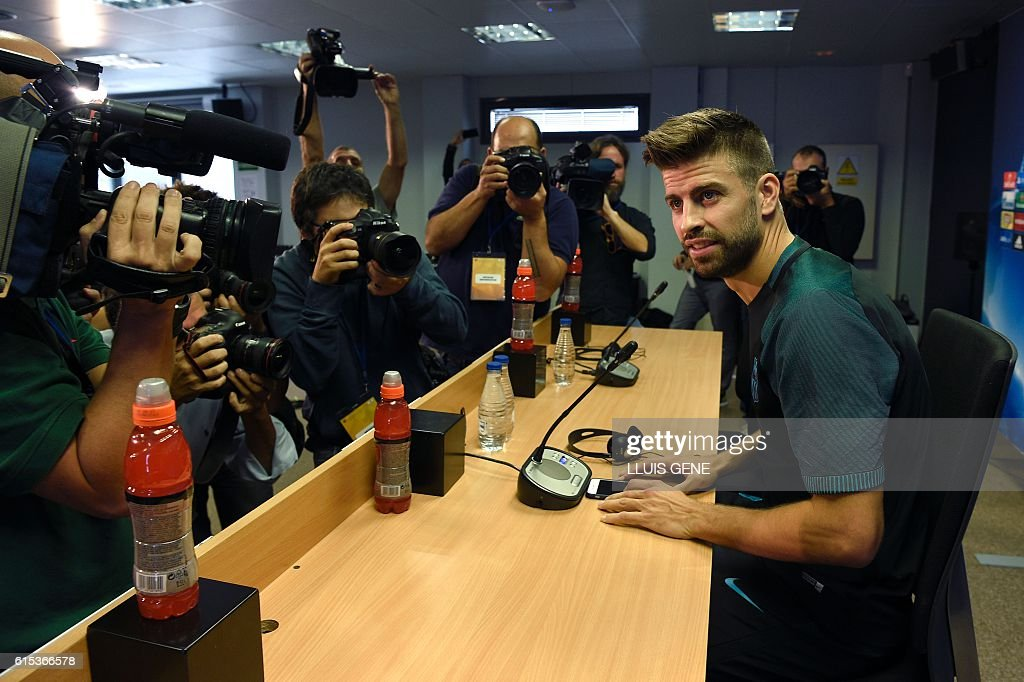 Barcelona's defender Gerard Pique poses as he arrives for a press conference at the Sports Center FC Barcelona Joan Gamper in Sant Joan Despi, near Barcelona on October 18, 2016, on the eve of the UEFA Champions League football match FC Barcelona vs Manchester City. / AFP / LLUIS