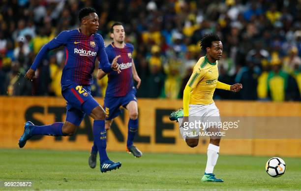 Barcelona's defender Yerry Minais vies with Mamelodi Sundown's forward Percy Tau during their friendly football match Barcelona vs Sundowns for the...