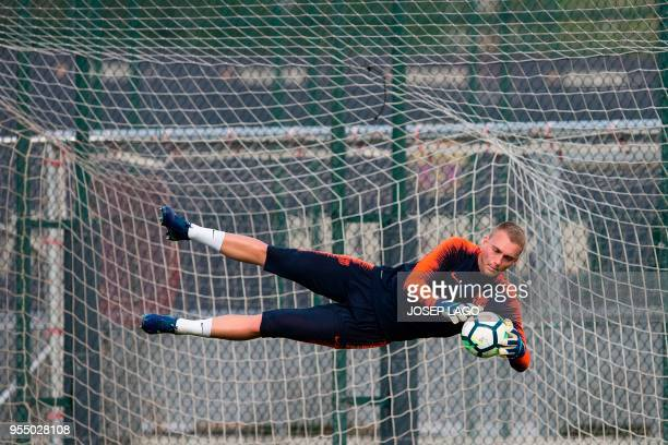 TOPSHOT Barcelona's Dutch goalkeeper Jasper Cillessen takes part in a training session at the Barcelona Joan Gamper sports centre in Sant Joan Despi...