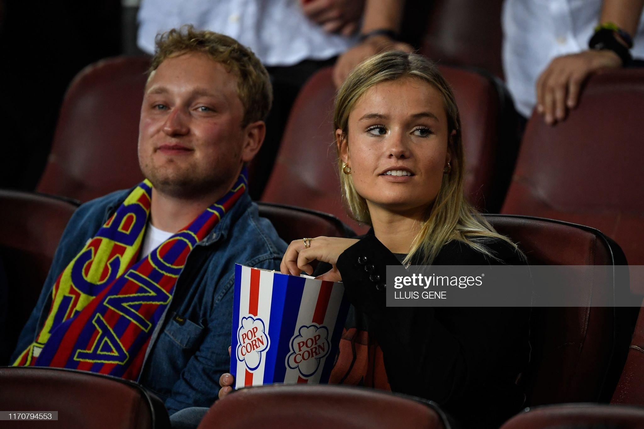 صور مباراة : برشلونة - فياريال 2-1 ( 24-09-2019 )  Barcelonas-dutch-midfielder-frenkie-de-jongs-partner-mikky-kiemeney-picture-id1170794553?s=2048x2048