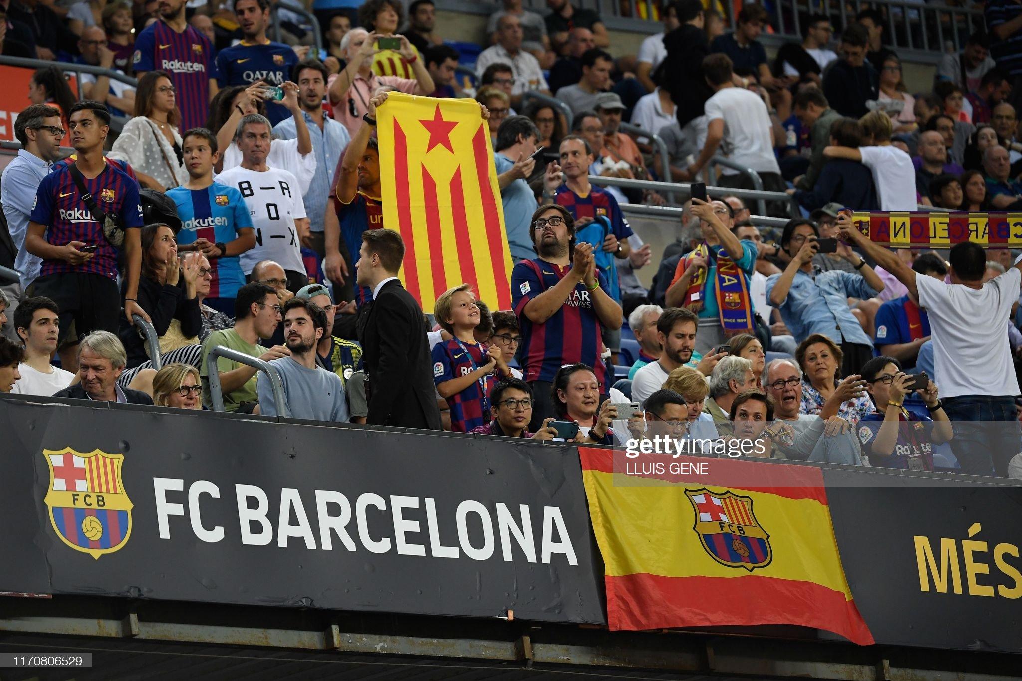 صور مباراة : برشلونة - فياريال 2-1 ( 24-09-2019 )  Barcelonas-fans-hold-a-teams-flag-and-a-catalan-proindependence-flag-picture-id1170806529?s=2048x2048